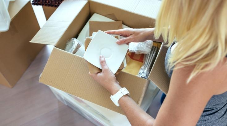 Geschirr verpacken